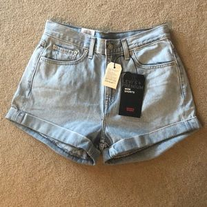 Brand New pair of Levi's mom shorts!